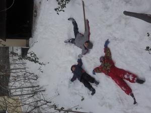 Ingerasi in iarna, trei...Diana, Teo si Andrei Scladan